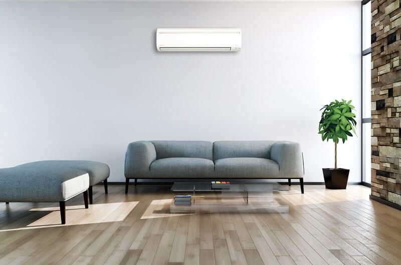 Varmepumpe i en stue i Dyssegård